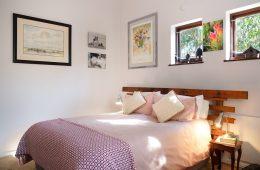 decorar un dormitorio alrededor de una colcha vintage