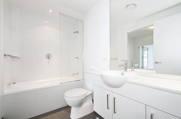 cómo crear un baño minimalista
