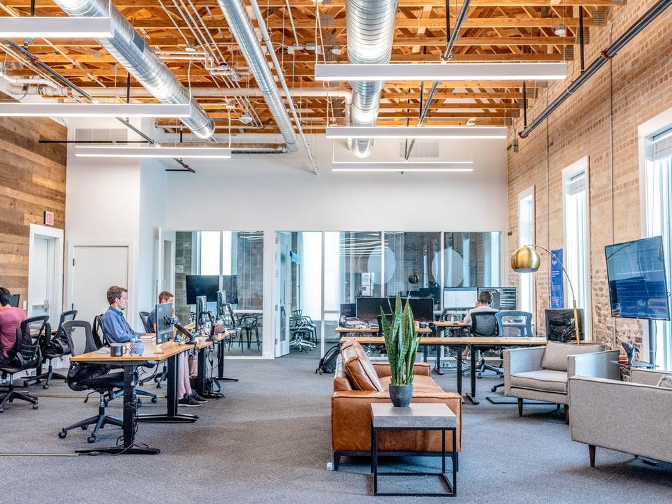 ahorrar dinero al remodelar tu oficina