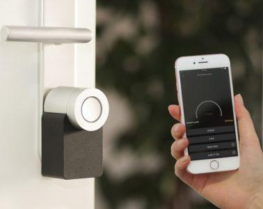 dispositivos esenciales en casas inteligentes